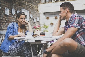 Eine online Singlebörse hilft dir bei der Suche nach einer Partnerschaft.